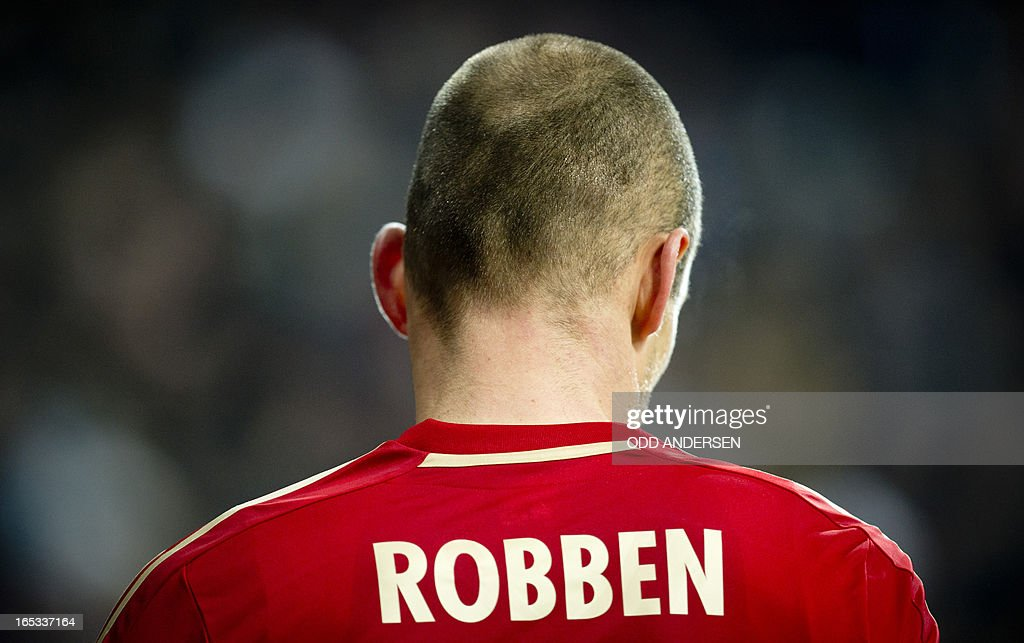 Bayern Munich's Dutch midfielder Arjen Robben prepares to take a corner kick during the UEFA Champions league first leg quarter final football match between Bayern Munich and Juventus at the Allianz arena in Munich on April 2, 2013. Bayern defeated Juventus 2-0.