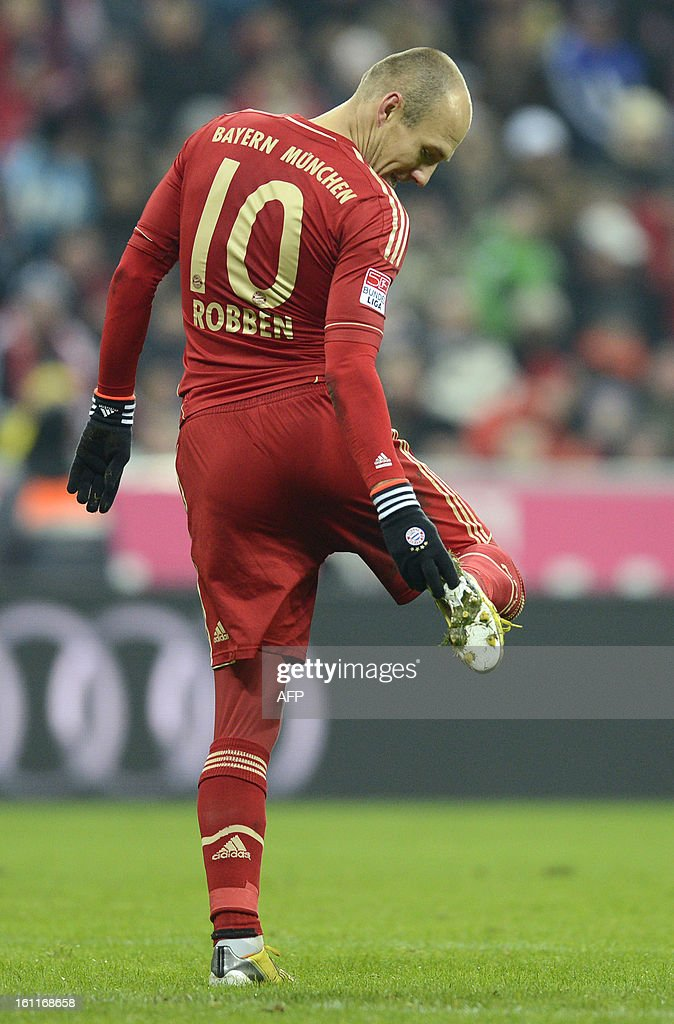 Bayern Munich's Dutch midfielder Arjen Robben reacts during the German first division Bundesliga football match FC Bayern Munich vs Fc Schalke 04 in Munich, southern Germany, on February 9, 2013.