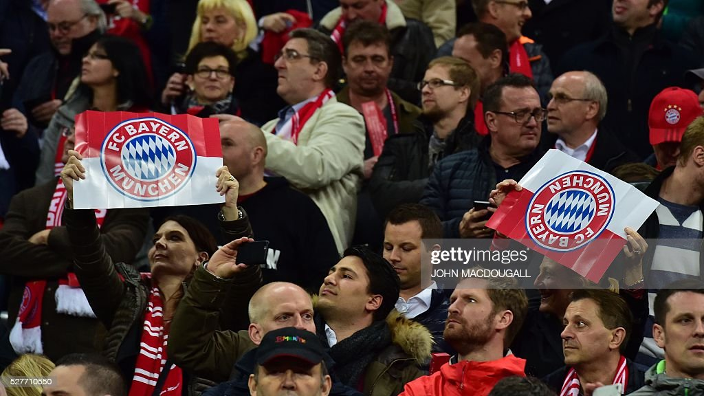 Bayern Munich's fans cheer during the UEFA Champions League semi-final, second-leg football match between FC Bayern Munich and Atletico Madrid in Munich, southern Germany, on May 3, 2016. / AFP / John MACDOUGALL