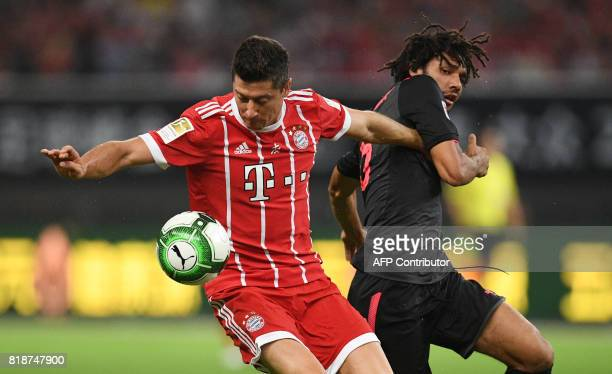 Bayern Munich's forward Robert Lewandowski and Arsenal midfielder Mohamed Elneny vie for the ball during the International Champions Cup football...