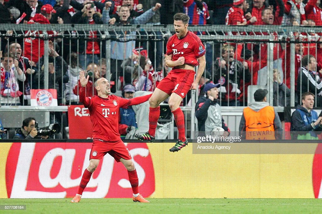 Bayern Munich's Franck Ribery (L) and Xabi Alonso (R) celebrate after a goal during the UEFA Champions League semifinal second leg soccer match between FC Bayern Munich and Atletico Madrid at the Allianz Arena in Munich, Germany on May 3, 2016.