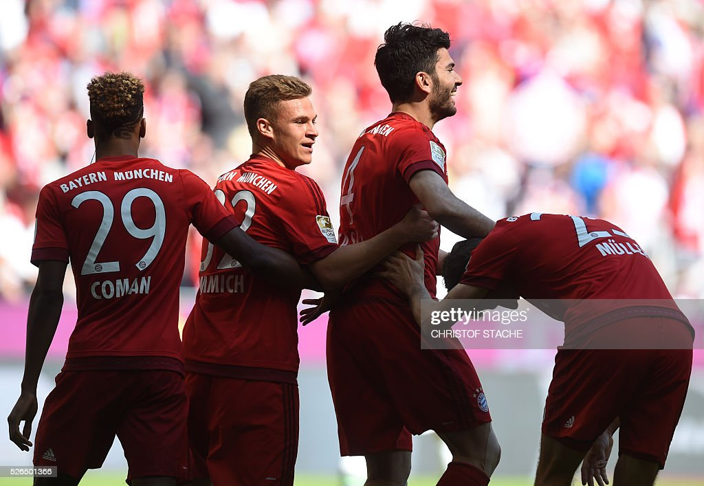 Bayern Munich's French defender Kingsley Coman, Bayern Munich's midfielder Joshua Kimmich, Bayern Munich defender Serdar Tasci and Bayern Munich's striker Thomas Mueller celebrate after the first goal during the German first division Bundesliga football match Bayern Munich vs Borussia Moenchengladbach in Munich, southern Germany, on April 30, 2016. / AFP / CHRISTOF