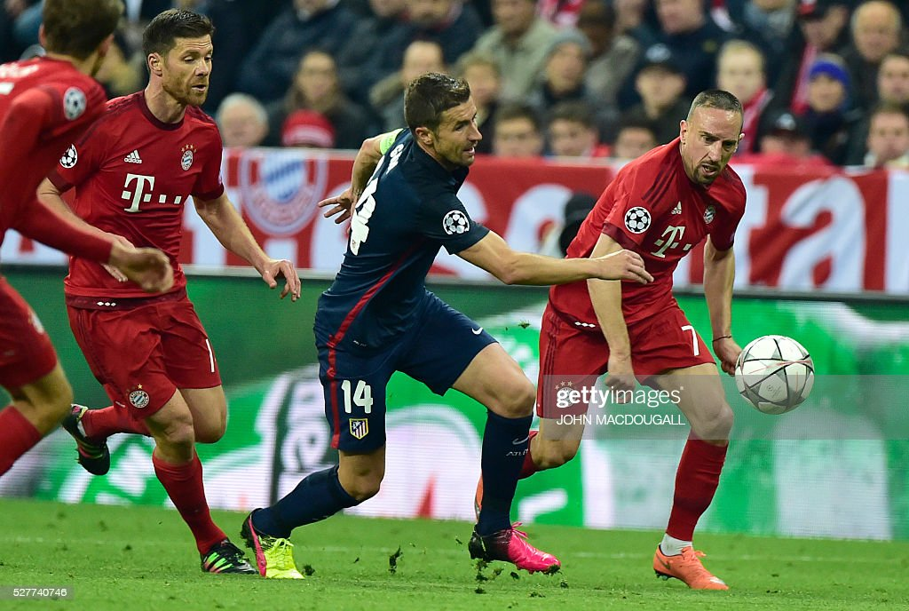 Bayern Munich's French midfielder Franck Ribery (R) and Atletico Madrid's midfielder Gabi (C) vie for the ball during the UEFA Champions League semi-final, second-leg football match between FC Bayern Munich and Atletico Madrid in Munich, southern Germany, on May 3, 2016. / AFP / John MACDOUGALL