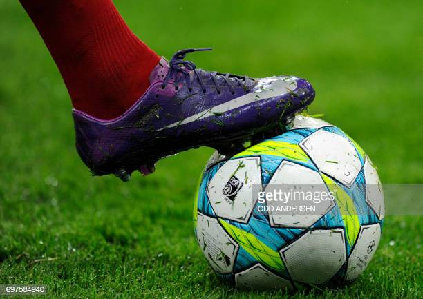 Bayern Munich's French midfielder Franck Ribery has written the name of his daughter Shahinez on his football shoe seen during the UEFA Champions...
