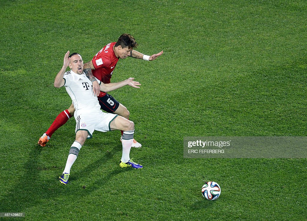 Bayern Munich's French midfielder, Franck Ribery (L) is pushed by Guangzhou's defender Linpeng Zhang during their FIFA Club World Cup football semi-final match, in the coastal Moroccan city of Agadir on December 17, 2013. The regional champions from each of the FIFA regions are gathering in the north African country of Morocco to decide which is the best domestic team in the world. Bayern Munich won 3-0.