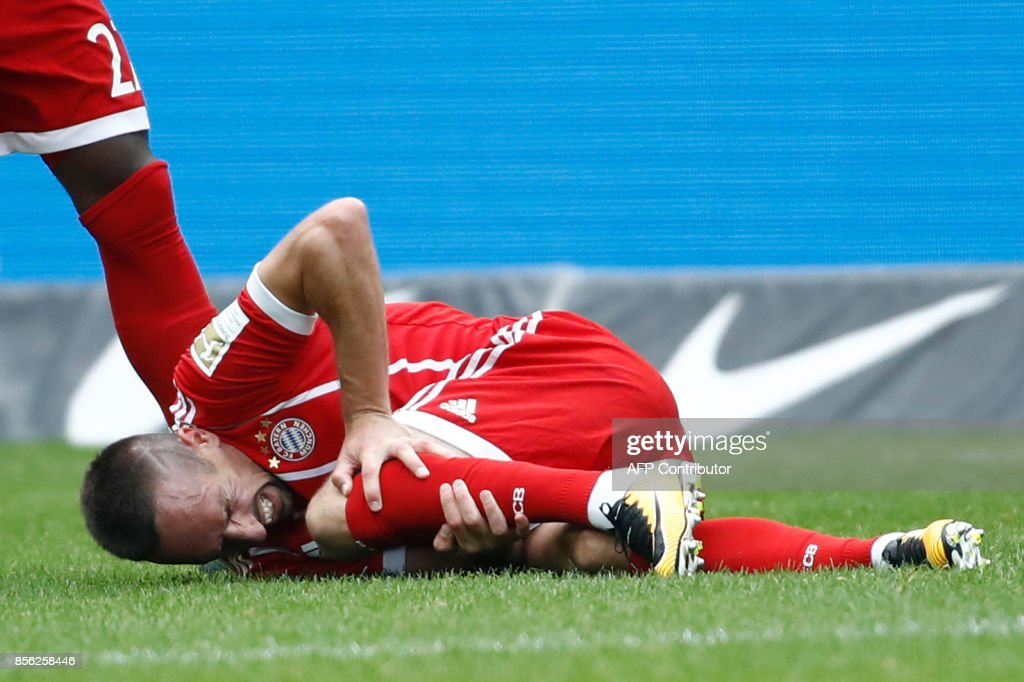Bayern Munich's French midfielder Franck Ribery lays on the pitch after injuring his knee during the German first division Bundesliga football match between Hertha Berlin and FC Bayern Munich in Berlin, on October 1, 2017. / AFP PHOTO / Odd