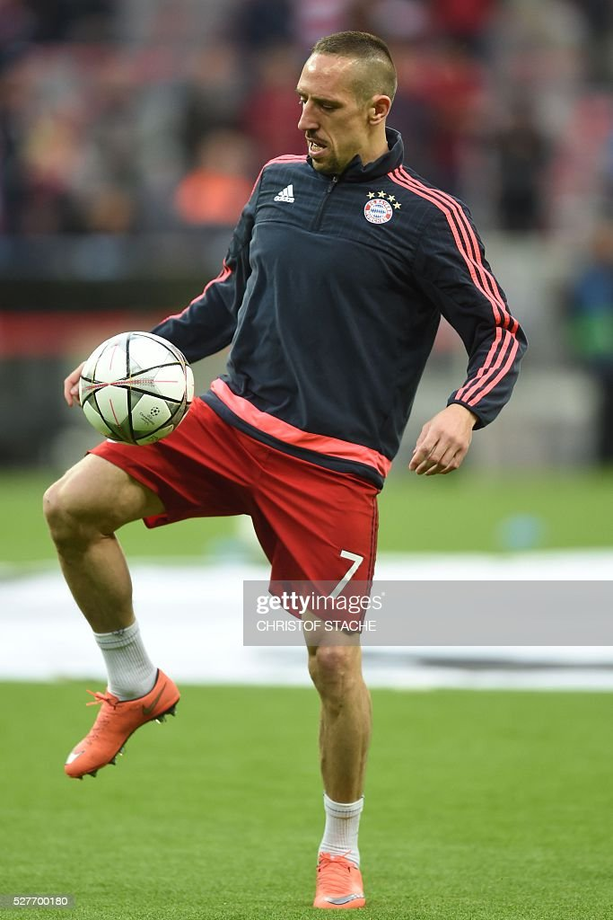Bayern Munich's French midfielder Franck Ribery warms up prior to the UEFA Champions League semi-final, second-leg football match between FC Bayern Munich and Atletico Madrid in Munich, southern Germany, on May 3, 2016. / AFP / Christof Stache