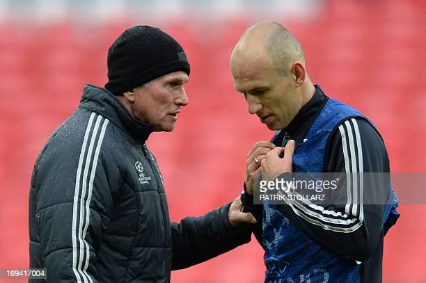 Bayern Munich's German Head Coach Jupp Heynckes talks with Bayern Munich's Dutch midfielder Arjen Robben during a training session at Wembley Stadium...