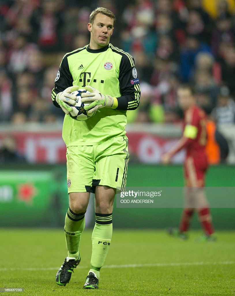 Bayern Munich's goalkeeper Manuel Neuer holds the ball during the UEFA Champions league first leg quarter final football match between Bayern Munich and Juventus at the Allianz arena in Munich on April 2, 2013. Bayern defeated Juventus 2-0.