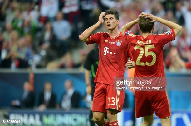 Bayern Munich's Mario Gomez and Thomas Muller stand dejected