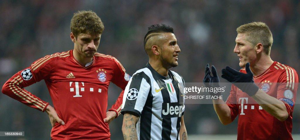 Bayern Munich's midfielder Bastian Schweinsteiger argues with Juventus' Chilean midfielder Arturo Vidal, next to Bayern Munich's striker Thomas Müller during the UEFA Champions League quarter final football match FC Bayern Munich vs Juventus Turin in Munich, southern Germany, on April 2, 2013.