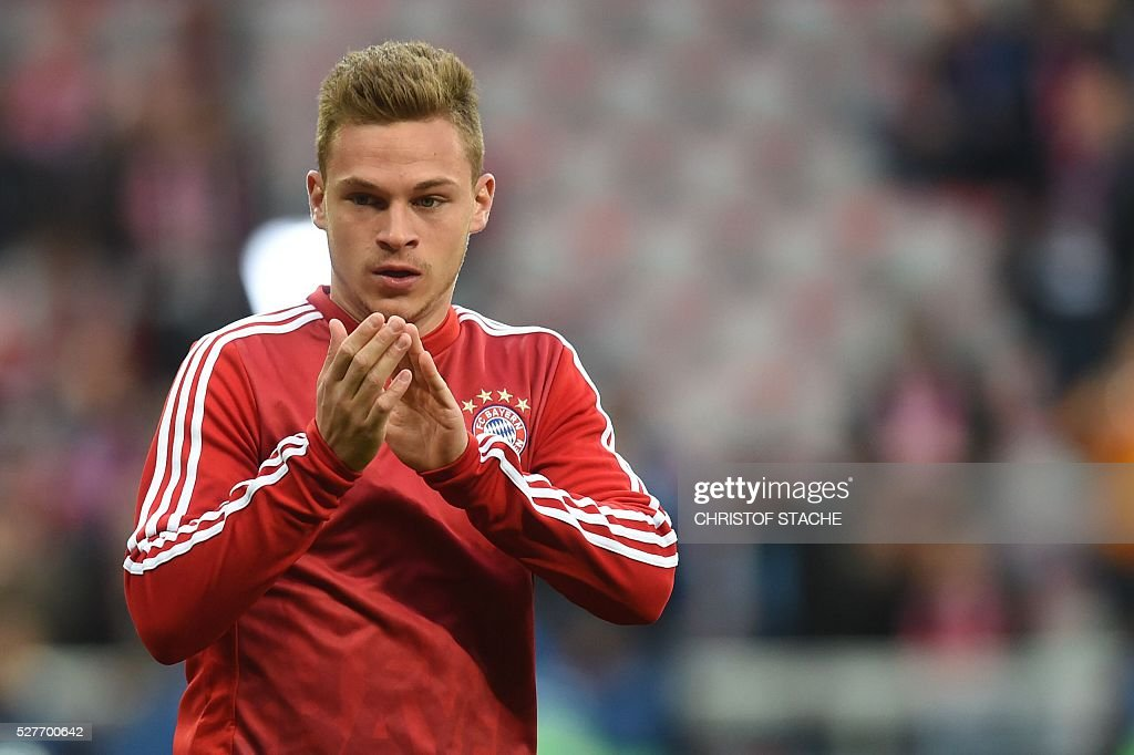 Bayern Munich's midfielder Joshua Kimmich applauds as he arrives on the pitch to warm up prior to the UEFA Champions League semi-final, second-leg football match between FC Bayern Munich and Atletico Madrid in Munich, southern Germany, on May 3, 2016. / AFP / Christof Stache