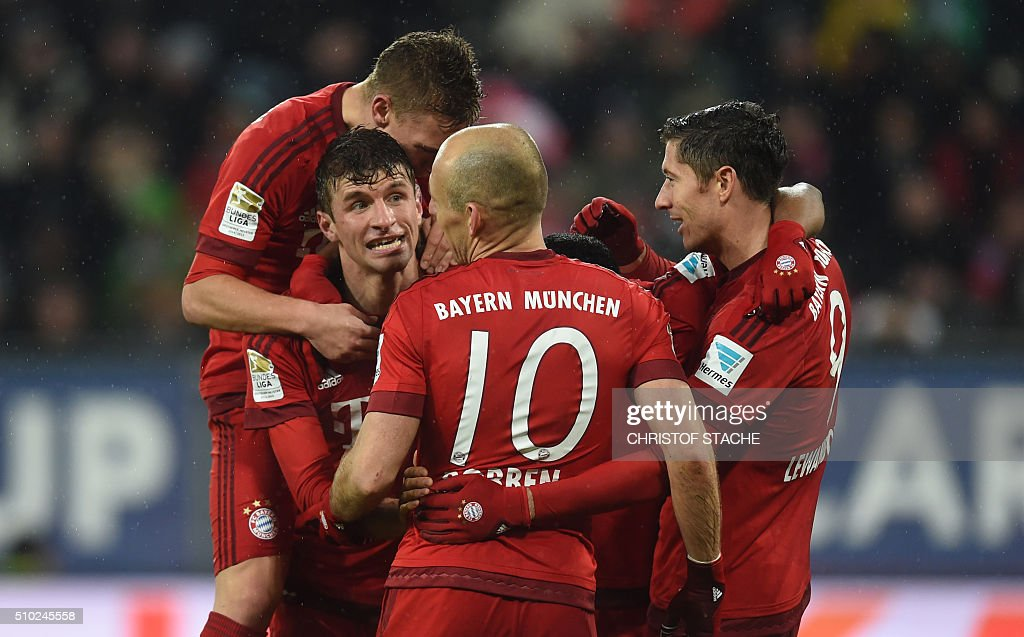 Bayern Munich's midfielder Joshua Kimmich, Bayern Munich's striker Thomas Mueller, Bayern Munich's Dutch midfielder Arjen Robben and Bayern Munich's Polish striker Robert Lewandowski celebrate after the third goal for Munich during the German first division Bundesliga football match of FC Augsburg vs FC Bayern Munich in Augsburg, southern Germany, on February 14, 2016. / AFP / CHRISTOF STACHE /