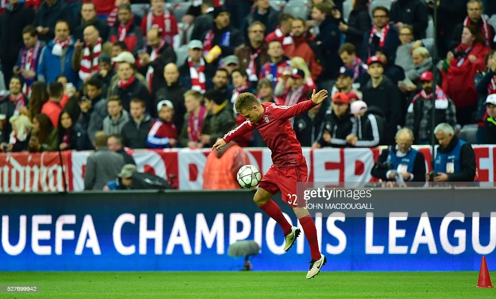 Bayern Munich's midfielder Joshua Kimmich warms up prior to the UEFA Champions League semi-final, second-leg football match between FC Bayern Munich and Atletico Madrid in Munich, southern Germany, on May 3, 2016 / AFP / John MACDOUGALL