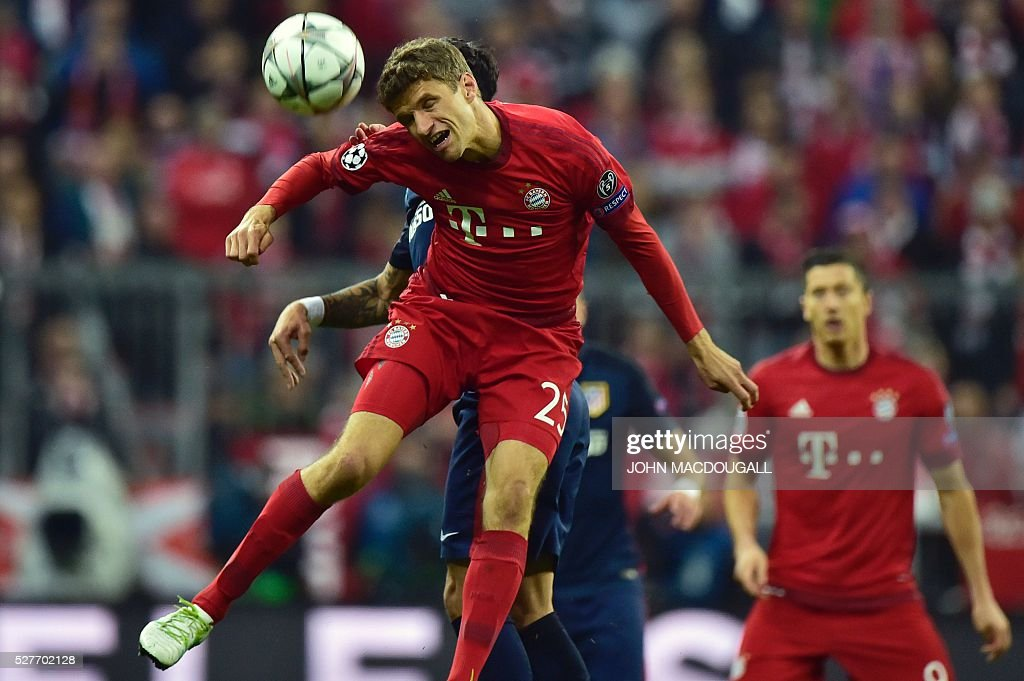 Bayern Munich's midfielder Thomas Mueller head the ball during the UEFA Champions League semi-final, second-leg football match between FC Bayern Munich and Atletico Madrid in Munich, southern Germany, on May 3, 2016. / AFP / John MACDOUGALL