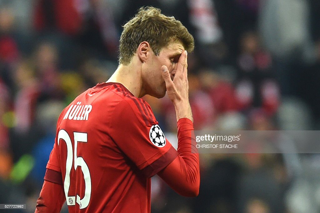 Bayern Munich's midfielder Thomas Mueller react after the UEFA Champions League semi-final, second-leg football match between FC Bayern Munich and Atletico Madrid in Munich, southern Germany, on May 3, 2016. / AFP / Christof Stache
