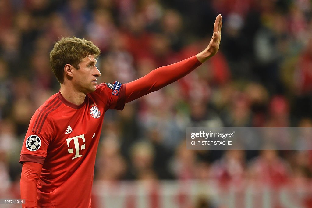 Bayern Munich's midfielder Thomas Mueller reacts during the UEFA Champions League semi-final, second-leg football match between FC Bayern Munich and Atletico Madrid in Munich, southern Germany, on May 3, 2016. / AFP / Christof Stache