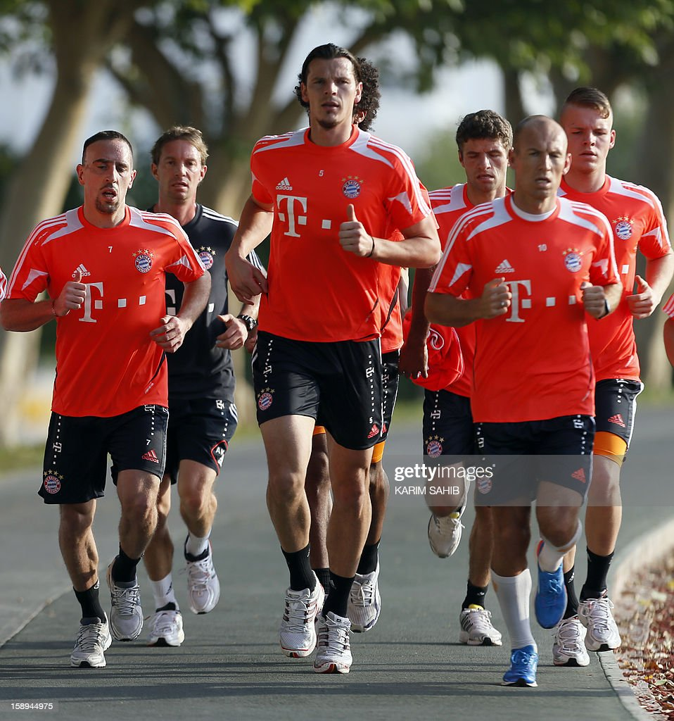Bayern Munich's players forward Arjen Robben (R) and French midfielder Franck Ribery (L) run during a training session at Aspire Academy for Sports Excellence on January 4, 2013 in Doha. Bayern Munich is in Qatar for a week-long training camp before the beginning of the new season of the German Bundesliga after the winter break. AFP PHOTO/KARIM SAHIB