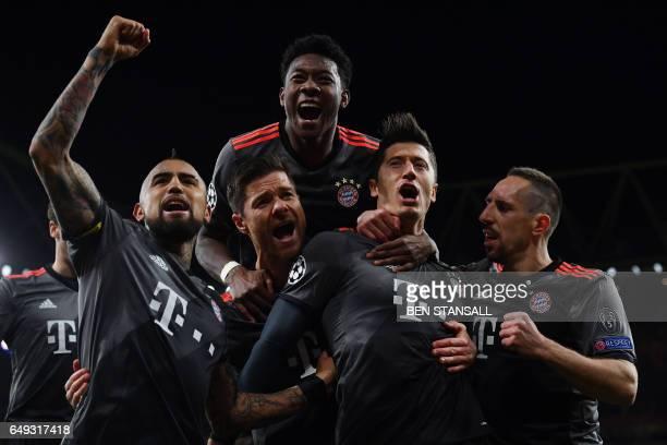 Bayern Munich's Polish forward Robert Lewandowski celebrates with Bayern Munich's Spanish midfielder Xabi Alonso Bayern Munich's Austrian defender...