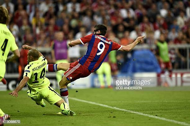 Bayern Munich's Polish forward Robert Lewandowski shoots to score during the UEFA Champions League football match semi final FC Bayern Munich vs FC...