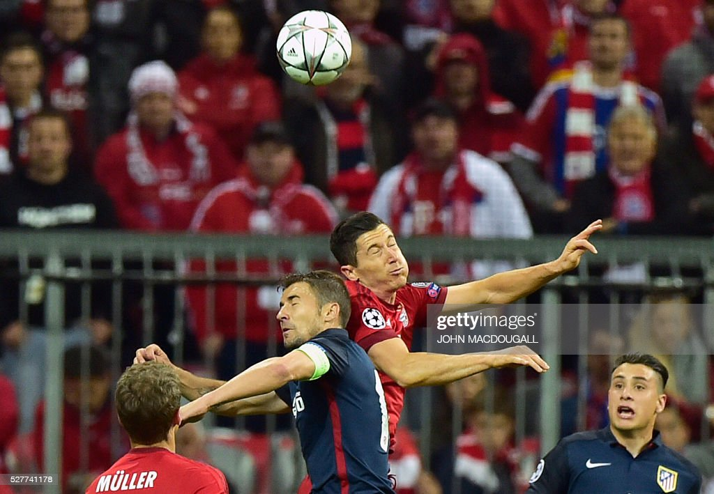 Bayern Munich's Polish striker Robert Lewandowski and Atletico Madrid's midfielder Gabi vie for the ball during the UEFA Champions League semi-final, second-leg football match between FC Bayern Munich and Atletico Madrid in Munich, southern Germany, on May 3, 2016. / AFP / John MACDOUGALL