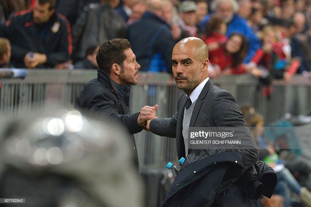 Bayern Munich's Spanish head coach Pep Guardiola (R) and Atletico Madrid's Argentinian coach Diego Simeone shake hands prior to the UEFA Champions League semi-final, second-leg football match between FC Bayern Munich and Atletico Madrid in Munich, southern Germany, on May 3, 2016. / AFP / GUENTER