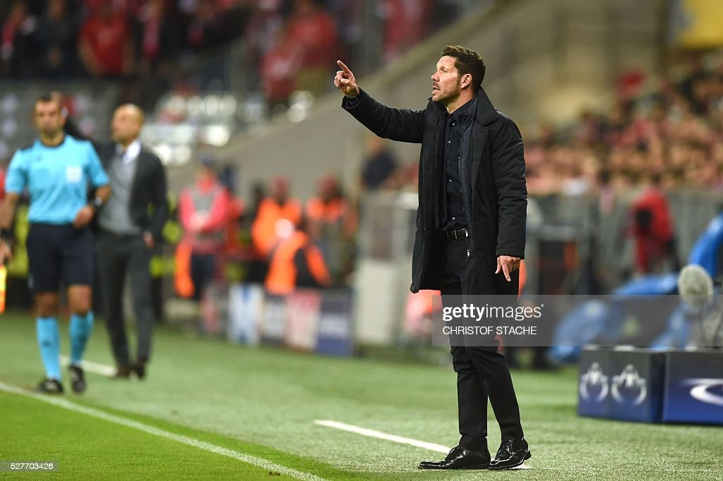 Bayern Munich's Spanish head coach Pep Guardiola (2ndL) and Atletico Madrid's Argentinian coach Diego Simeone (R) gesture during the UEFA Champions League semi-final, second-leg football match between FC Bayern Munich and Atletico Madrid in Munich, southern Germany, on May 3, 2016. / AFP / Christof Stache