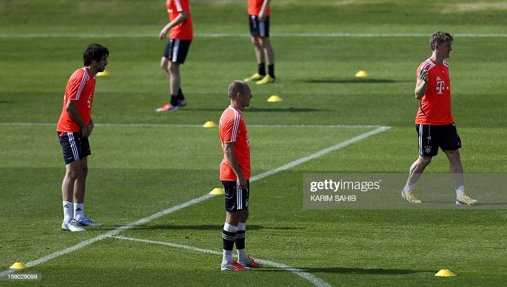 Bayern Munich's Spanish midfielder Javier Martinez (L), Dutch midfielder Arjen Robben (C) and German midfielder Bastian Schweinsteiger (R) attend a training session at the Aspire Academy for Sports Excellence in Doha on January 6, 2013. Bayern Munich is in Qatar for a week-long training camp before the beginning of the new season of the German Bundesliga after the winter break.
