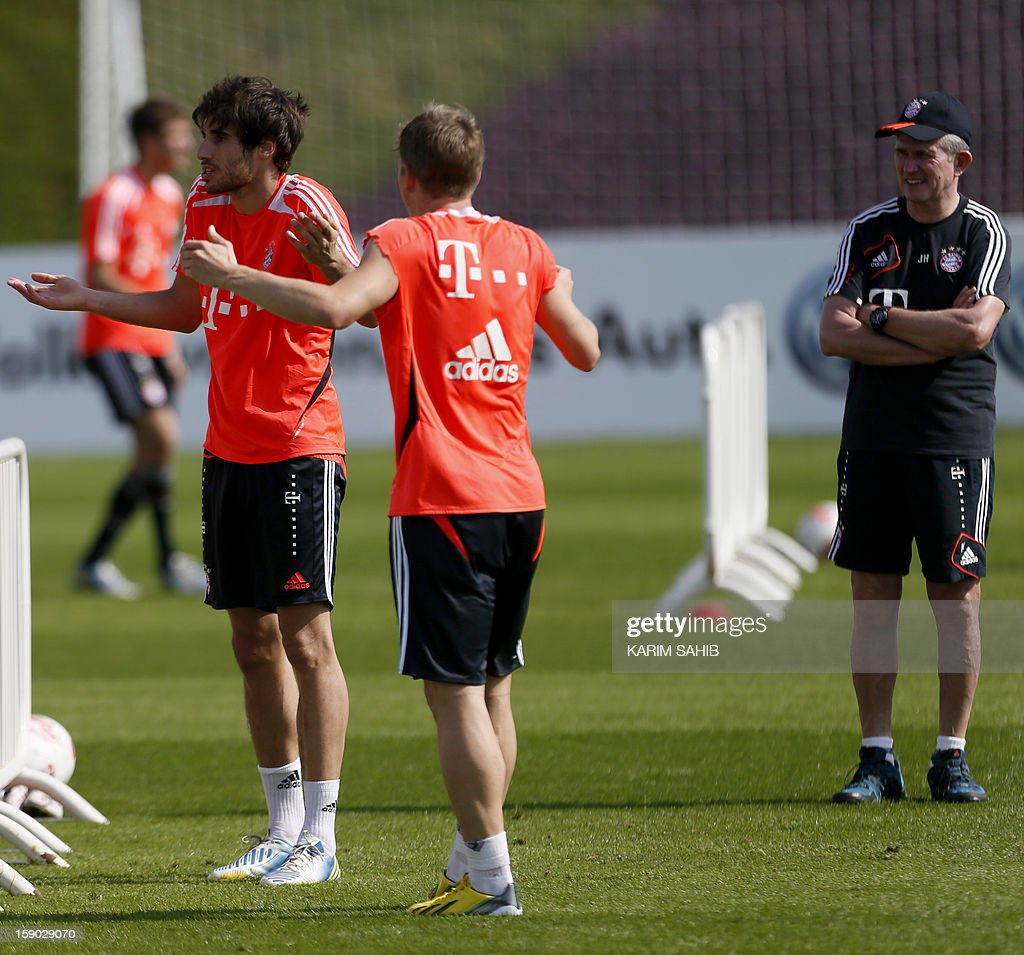 Bayern Munich's Spanish midfielder Javier Martinez (L), German midfielder Bastian Schweinsteiger (C) and Manager Jupp Heynckes (R) attend a training session at the Aspire Academy for Sports Excellence in Doha on January 6, 2013. Bayern Munich is in Qatar for a week-long training camp before the beginning of the new season of the German Bundesliga after the winter break.