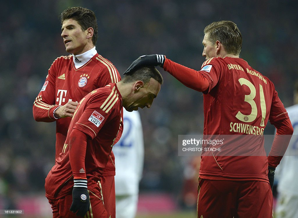Bayern Munich's striker Mario Gomez, Bayern Munich's French midfielder Franck Ribery and Bayern Munich's midfielder Bastian Schweinsteiger react during the German first division Bundesliga football match FC Bayern Munich vs Fc Schalke 04 in Munich, southern Germany, on February 9, 2013. AFP PHOTO / CHRISTOF STACHE