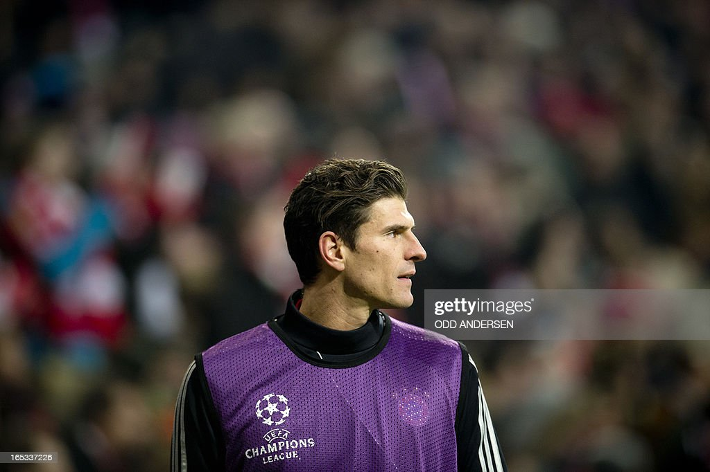 Bayern Munich's striker Mario Gomez watches play while warming up on the side line during the UEFA Champions league first leg quarter final football match between Bayern Munich and Juventus at the Allianz arena in Munich on April 2, 2013. Bayern defeated Juventus 2-0.