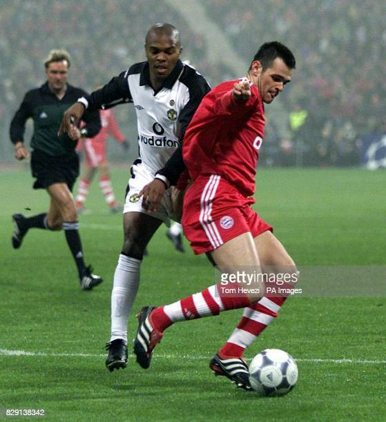 Bayern Munich's Willy Sagnol keeps the ball from Manchester United's Quinton Fortune during the UEFA Champions League Group A game between Bayern...