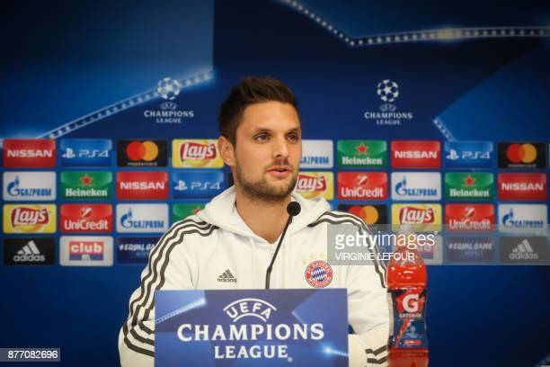 Bayern's goalkeeper Sven Ulreich addresses a press conference of German football team FC Bayern Munich on November 21 2017 in Brussels on the eve of...