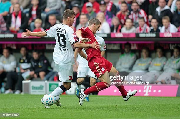BayernSpieler Bastian Schweinsteiger und BorussiaSpieler Roman Neustaedter kaempfen beim BundesligaSpiel zwischen dem FC Bayern Muenchen und Borussia...