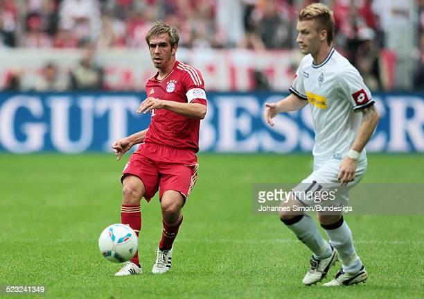 BayernSpieler Philipp Lahm und BorussiaSpieler Marco Reus kaempfen beim BundesligaSpiel zwischen dem FC Bayern Muenchen und Borussia Moenchengladbach...