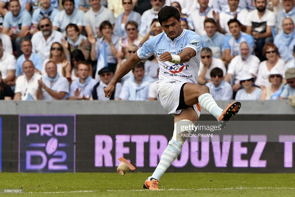 Bayonne's Argentinian Fullback Martin BustosMoyano kicks a penalty kick during the rugby ProD2 final accession match Aurillac against Bayonne in the...