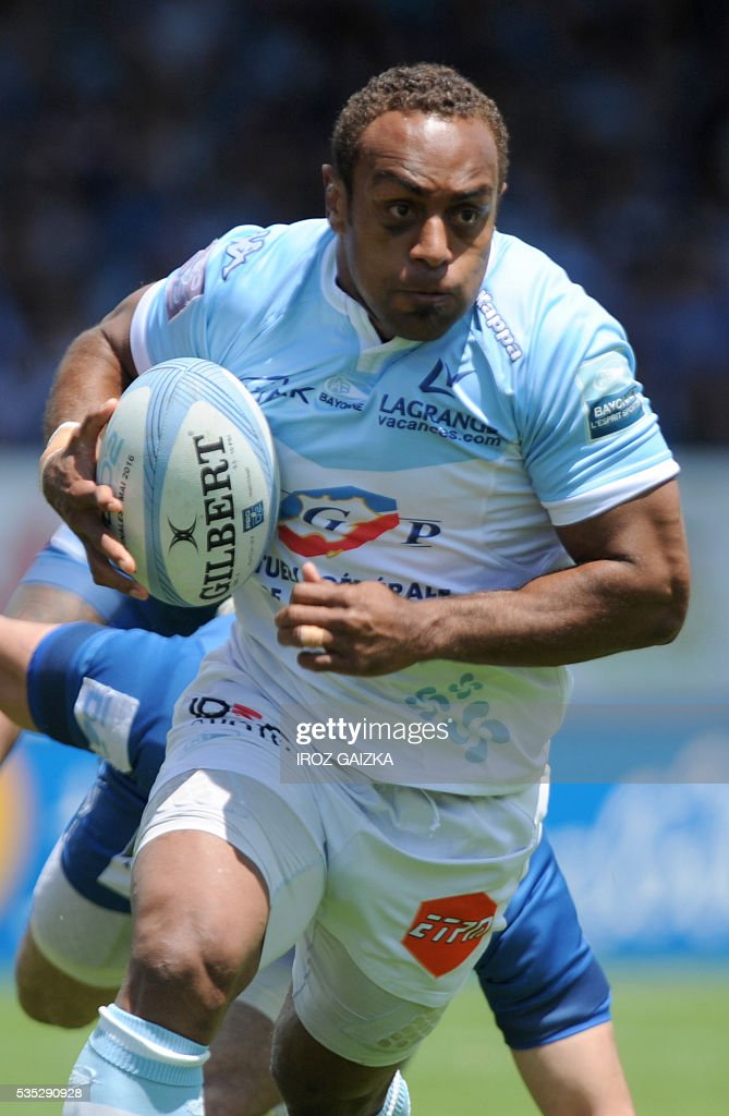 Bayonne's Fijian center Gabiriele Lovobalavu runs with the ball during the French Pro D2 semi-final rugby union match between Bayonne and Colomiers at the Jean Dauger stadium on May 29, 2016 in Bayonne, southwestern France. Bayonne defeated Colomiers 28-16. / AFP / IROZ