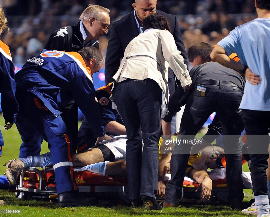 Bayonne's French Francois Carillo is attended by medical staff as he lies after a suspected heart attack during the warm-up before the start of the the French Top14 rugby union match Aviron Bayonnais vs Stade Montois Rugby on December 22, 2012 at the Jean Dauger stadium in Bayonne, southwestern France. AFP PHOTO / GAIZKA IROZ