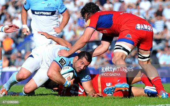bayonne 39 s french fullback scott spedding l falls with the ball during during the french top 14. Black Bedroom Furniture Sets. Home Design Ideas