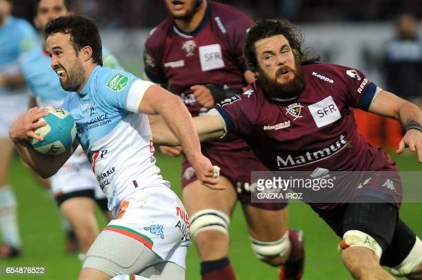 Bayonne's French winger Martin Laveau outruns Bordeaux' defence during the French Top 14 rugby union match Aviron Bayonnais vs UBB BordeauxBegles at...
