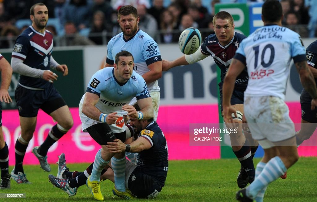 Bayonne's fullback Scott Spedding passes the ball during the French Top 14 rugby Union match Bayonne vs BordeauxBegles on March 22 2014 at the Jean...