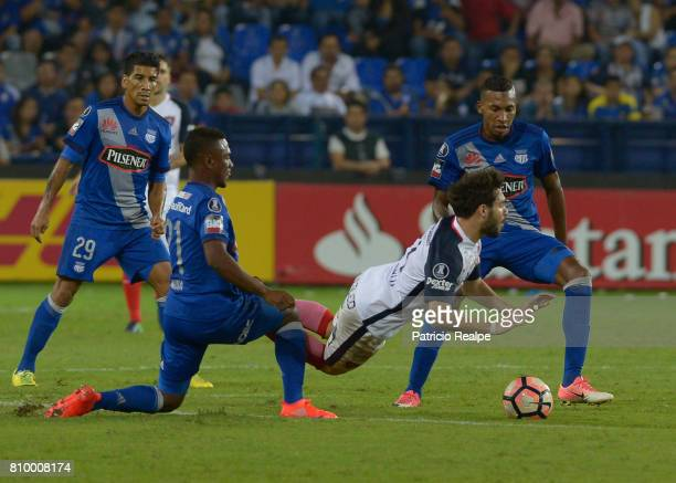 Bayron Mina of Emelec figths for the ball with Ezequiel Cerutti of San Lorenzo during a first leg match between Emelec and San Lorenzo as part of...