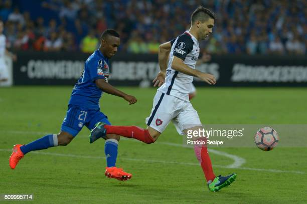 Bayron Mina of Emelec figths for the ball with Franco Mussis of San Lorenzo during a first leg match between Emelec and San Lorenzo as part of round...