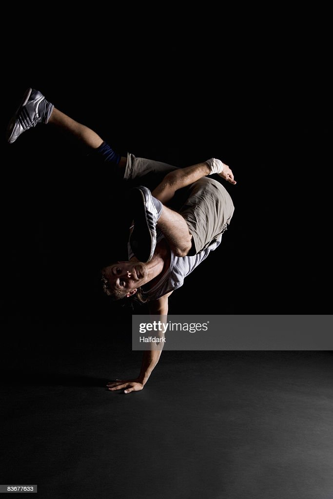 A B-boy doing a One-handed Freeze breakdance move : Stock Photo