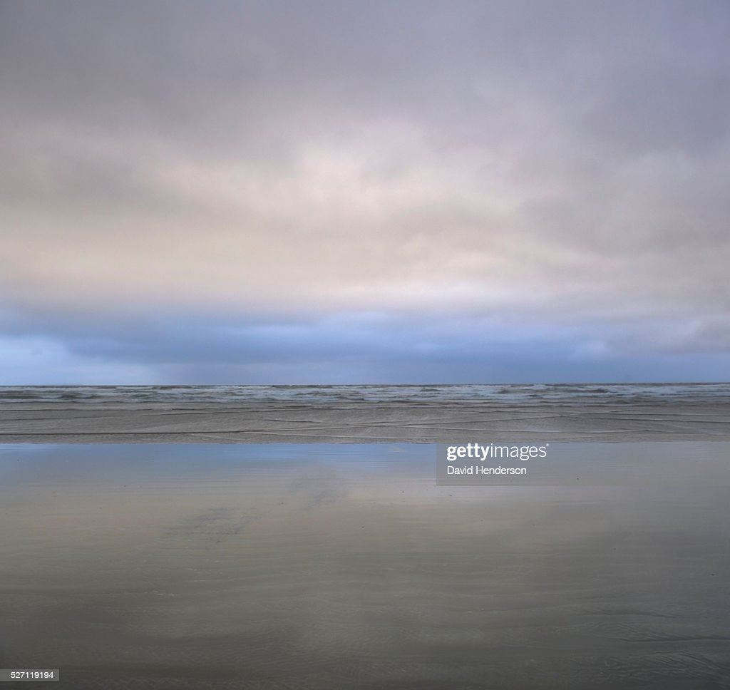 Beach and clouds : Bildbanksbilder