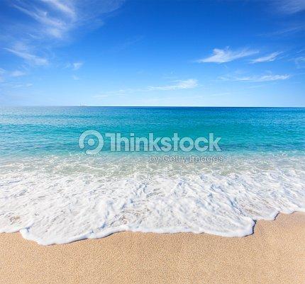 Spiaggia e mare tropicale foto stock thinkstock for Disegni di casa sulla spiaggia tropicale