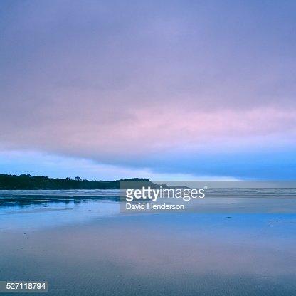 Beach at dusk : ストックフォト