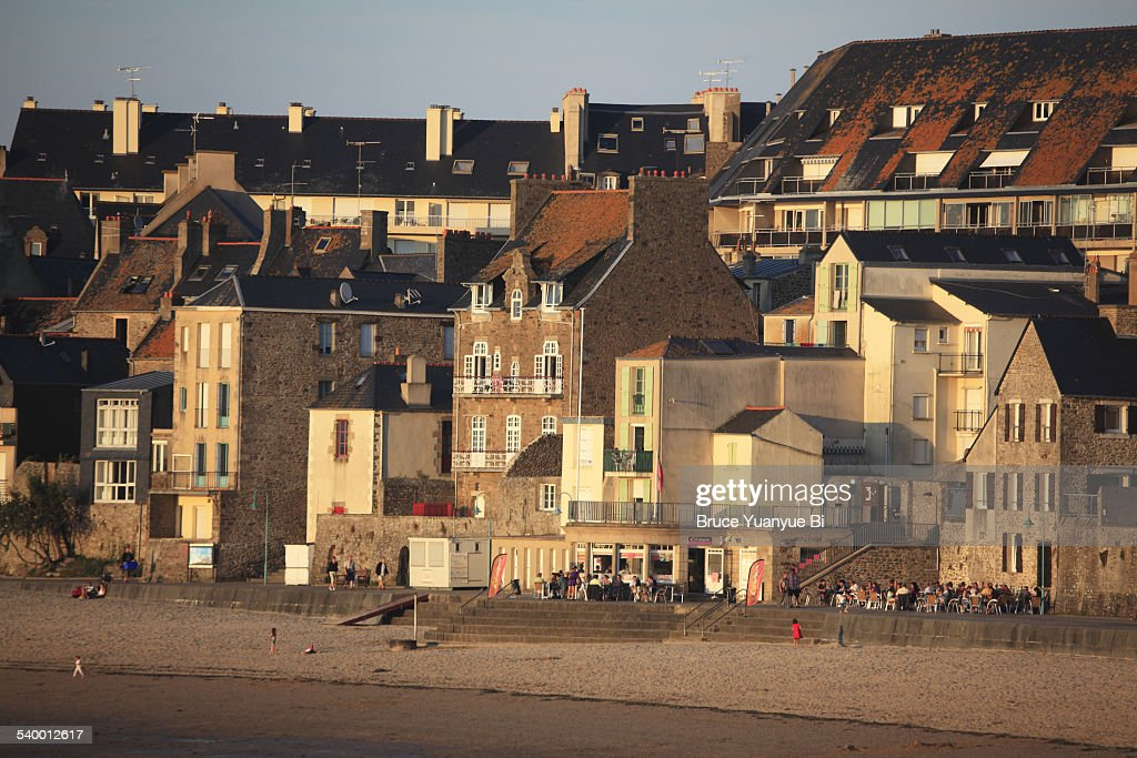 Beach of Saint-Malo with town in the back