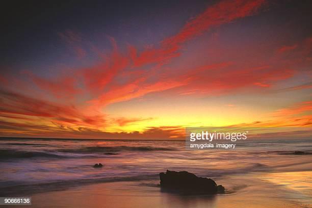 Ciel coucher de soleil sur la plage paysage