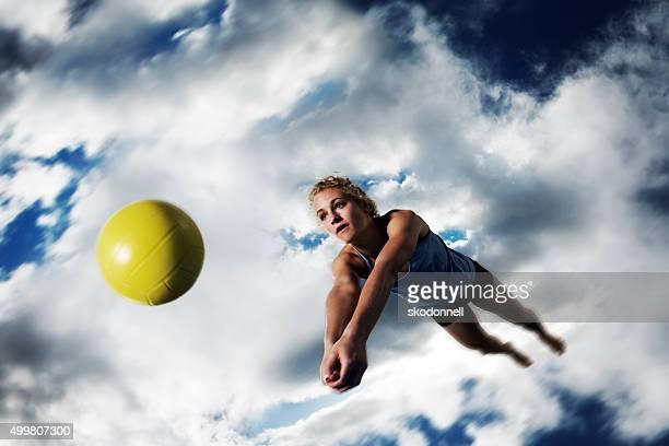 Beach Volleytball Mädchen Tauchen